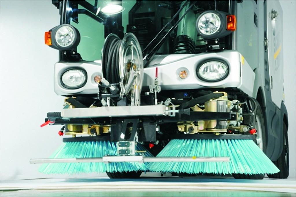Enrollador de acero inoxidable en vehículo de limpieza de calles