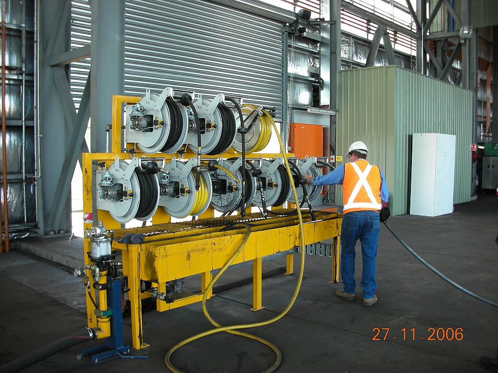 Zona suministro y recuperación de aceites con carretes abiertos de alto caudal