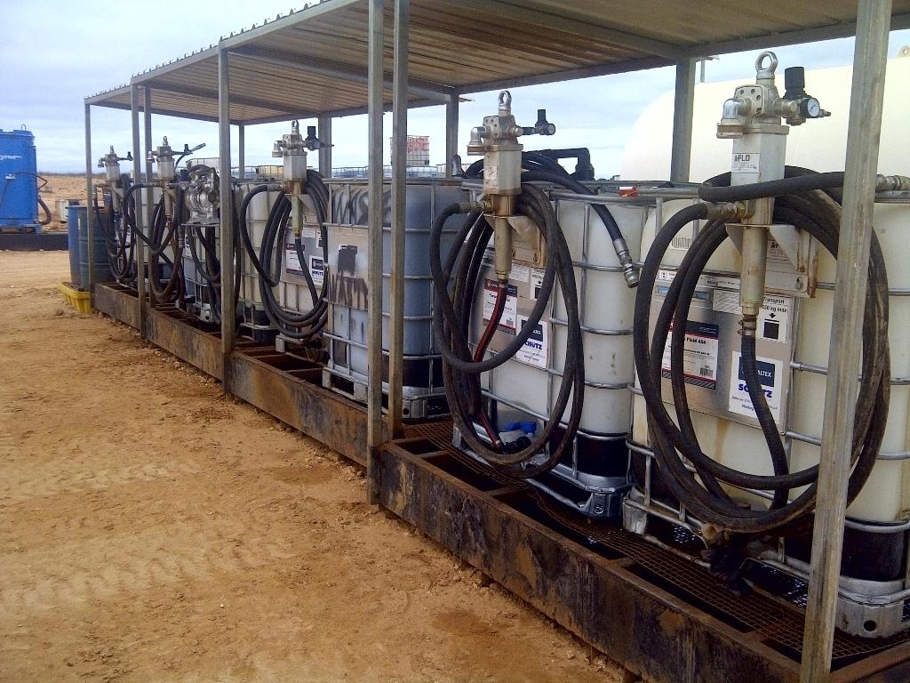 Zona de bombeo aceites centralizados a la intemperie en mina desde GRG 1000L con bombas de doble efecto y alto caudal